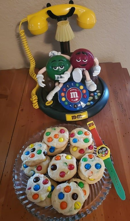 M&M phone and cookis